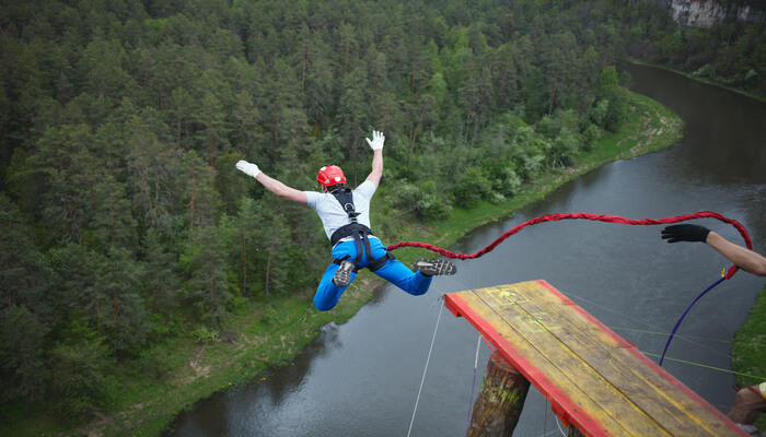 best-places-to-go-bungee-jumping-in-the-world