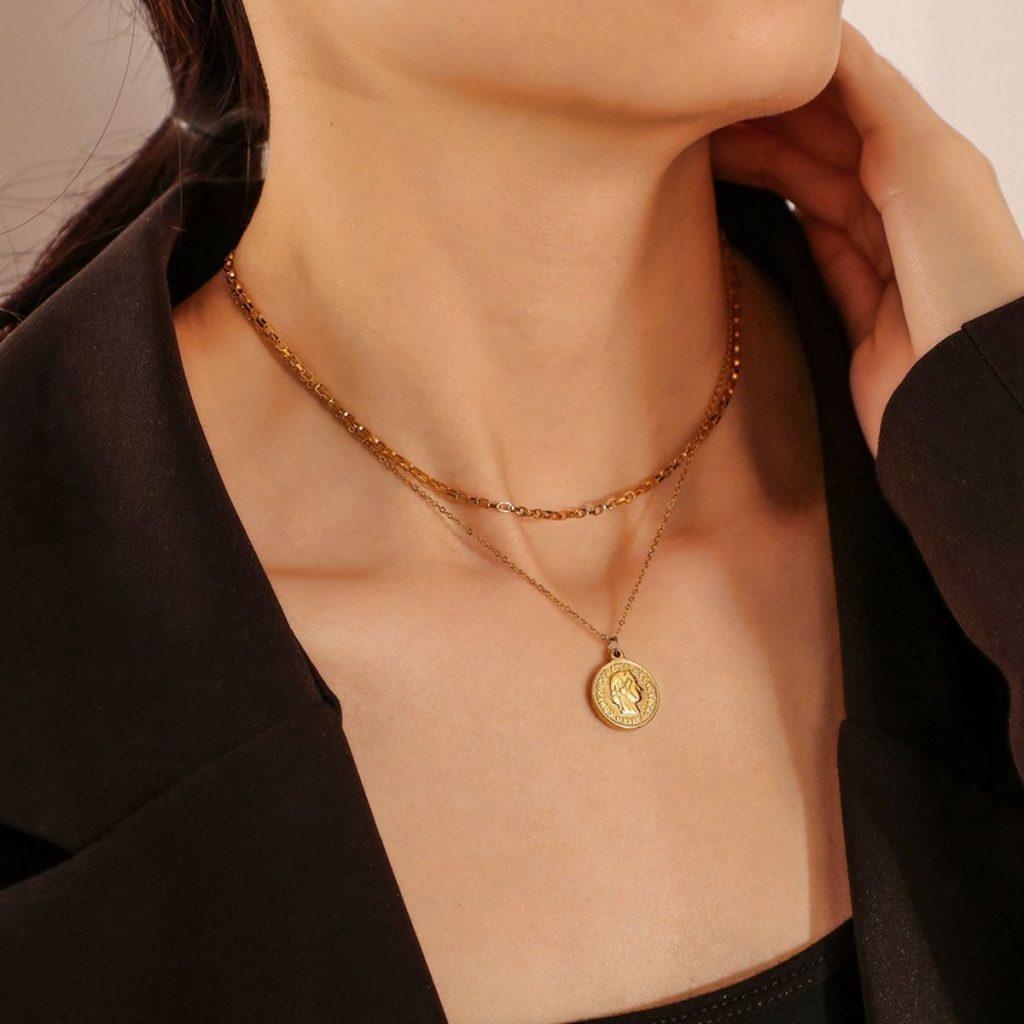 Round Coin Portrait Pendant Necklace